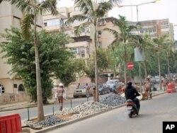 Av. Marien Nguabi, Luanda, em Julho de 2011