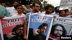 Jurnalis Pakistan menuntut pembebasan Faizullah Khan yang ditahan di Afghanistan, dalam protes di Karachi (15/7).