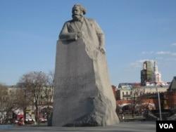 莫斯科市中心的马克思塑像