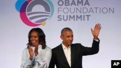 Cựu Tổng thống Obama và cựu đệ nhất phu nhân tại Chicago, 13/10/2017.