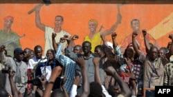 Une manifestation de l'opposition Place de la Nation à Ouagadougou, le 2 novembre 2014. (AFP PHOTO/ISSOUF SANOGO)