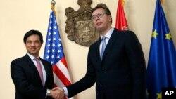 Zamenik pomoćnika američkog državnog sekretara u Birou za Evropu i Evroaziju Hojt Ji i premijer Srbije Aleksandar Vučić, Beograd 24. maj 2017.