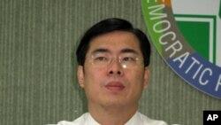 民進黨發言人陳其邁批評馬政府的種種措施是選舉操作