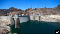 အေမရိကန္ ကိုလိုရာဒိုျမစ္ေပၚက Hoover Dam, Arizona