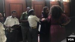 UNkosikazi Marry Chiwenga lamagqwetha basemthethwandaba.