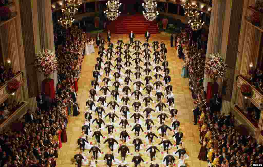 Two hundred and eighty-eight dancers perform during the opening ceremony of the traditional Opera Ball in Vienna, Austria, February 7, 2013.