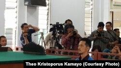 Suasana pembacaan vonis dari majelis hakim di PN Sanggau, Kalimantan Barat (courtesy: Theo Kristoporus Kamayo)