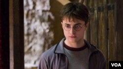 Daniel Radcliffe, con sólo 20 años, ganó más de $100 millones de dólares interpretando a Potter.