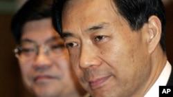 2005年6月中国驻韩国大使李滨和商务部长薄熙来在韩国,后来李滨被判刑7年。