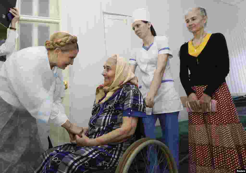 Former Ukrainian prime minister and current presidential candidate Yulia Tymoshenko (left) visits a hospital during her election campaign, in Sumy, May 21, 2014.