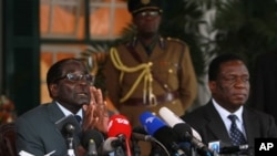 FILE: Zimbabwean President Robert Mugabe, left, and Vice Presidentr Emmerson Mnangagwa, at State House press conference, Harare.