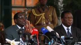 Zimbabwean President Robert Mugabe, left, and Defense Minister Emmerson Mnangagwa, at State House press conference, Harare, July, 30, 2013.