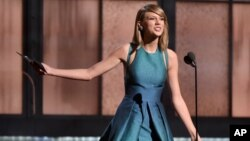 Taylor Swift lors des Grammy Awards à Los Angeles le 8 février 2015 (AP)