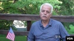 아와드 알시리아 씨가 자택에서 VOA와 인터뷰하고 있다.