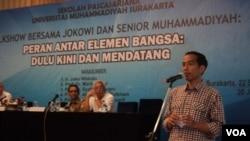 Capres Jokowi saat memberikan presentasi dalam acara talkshow di Hotel Sunan Solo, Jumat siang, 20 Juni 2014 (Foto: VOA/Yudha)