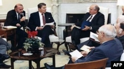 Димитрий Заречняк, Рональд Рейган и Михаил Горбачев