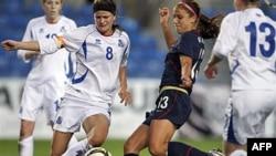 Pha ghi bàn của Alex Morgan của đội tuyển Mỹ vào lưới Iceland ở Cúp bóng đá nữ Algarve trên sân Algarve, Faro, Bồ Ðào Nha, (ảnh tư liệu, ngày 9 tháng 3, 2011)