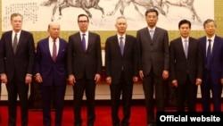 美國商務部長羅斯,美國財政部長努欽,中國副總理劉鶴,中國財政部長劉昆,中國商務部長鍾山,中國人民銀行行長易綱。(2018年5月3日或4日,美國駐華大使館網站圖片)