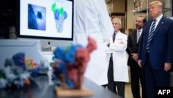 2020年3月3日特朗普在美国国立卫生研究院疫苗研究中心