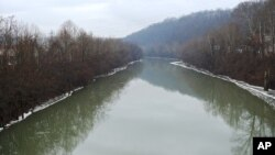 Reka Elk u koju se izlio toksični materijal