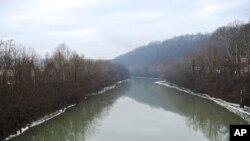 Một khúc sông Elk chảy qua thủ phủ Charleston của bang West Virginia, ngày 10 tháng 1, 2014.