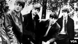 Los integrantes del cuarteto británico The Beatles, John Lennon (izquierda) Ringo Starr, Paul McCartney and George Harrison (derecha).