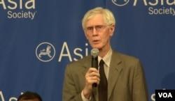夏伟,亚洲协会美中关系中心主任 (美国之音章真拍摄)