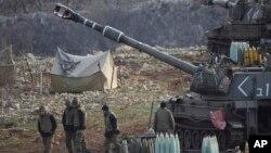 Tentara Israel siaga di dataran tinggi Golan dekat perbatasan dengan Suriah (28/1).