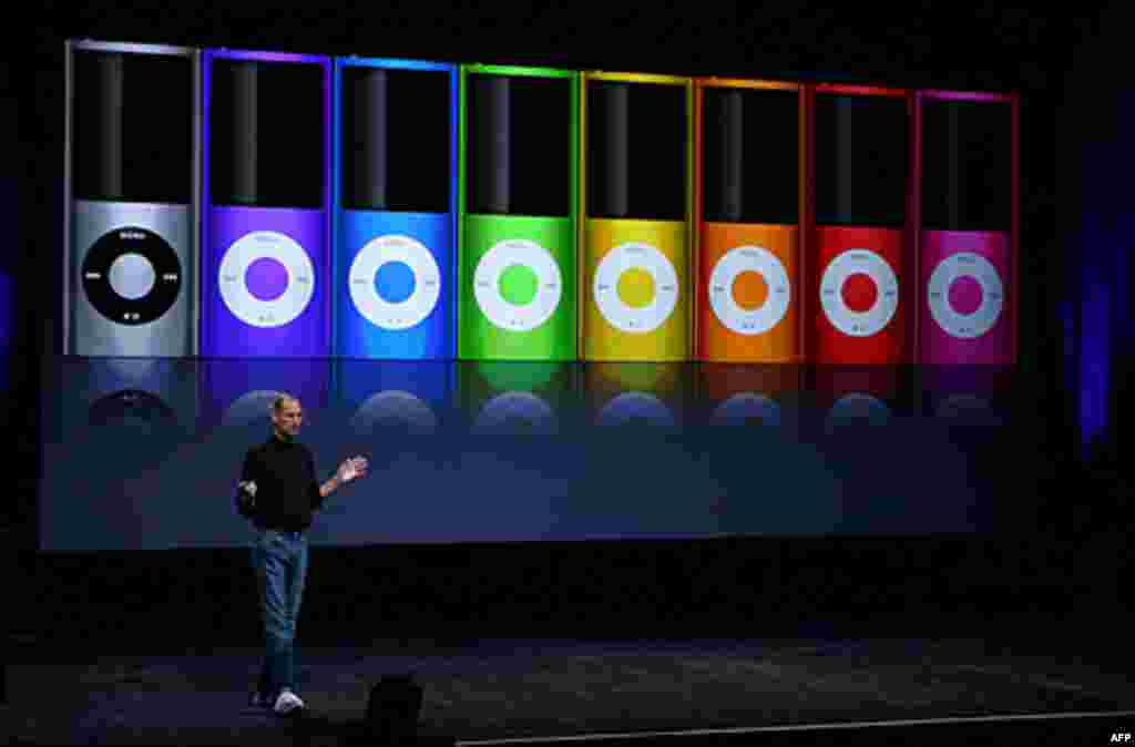 Apple CEO Steve Jobs announces a new version of the iPod Nano during a special event in San Francisco, California, 2008. (AFP)