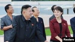 金正恩与李雪珠7月25日在平壤