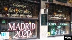 El pub James Joyce en Madrid pone en vidriera su apoyo a la candidatura olímpica.