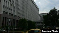 位于台北市敦化北路的台塑大楼 (网络照片)