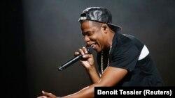 Jay-Z saat tampil di Bercy Stadium, Paris, 17 Oktober 2013. (Foto: dok).
