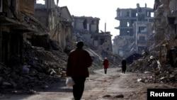 Bangunan yang rusak di kamp pengungsi Palestina Yarmouk di pinggiran selatan Damaskus, Suriah, 2 Desember 2020.