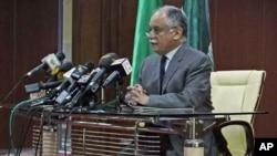利比亞總理馬哈茂迪表示不會考慮有關要卡扎菲辭職的問題。