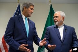 U.S. Secretary of State John Kerry, left, meets with Iranian Foreign Minister Mohammad Javad Zarif at United Nations headquarters, Sept. 26, 2015.