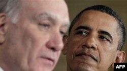 Chánh văn phòng Tòa Bạch Ốc William Daley (trái) và Tổng thống Obama