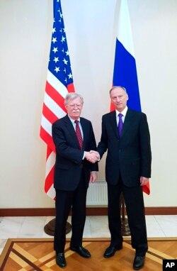 Радник з національної безпеки США Болтон і голова ради безпеки Росії Патрушев, 22 жовтня 2018 року