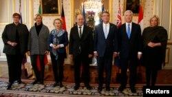 AQSh Mudofaa vaziri Eshton Karter (chapdan beshinchi) Avstraliya, Italiya, Germaniya, Fransiya va Niderlandiya mudofaa vazirlari bilan, Parij, 20-yanvar, 2016-yil.