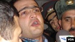 Jurnalist Eynulla Fətullayev Elmar Hüseynovun qətli günündə -02.03.2005-ci il (Foto T.Fərhadoğlunundur)