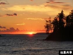 Sunset at Isle Royale National Park (via user TVerBeek / Wikicommons)