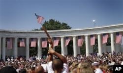 La foule attendant l'arrivée du président Obama à Arlington