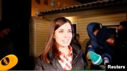 2013年12月23日,娜杰日達‧托羅克尼科娃離開了西伯利亞城市克拉斯諾亞爾斯克的監獄後對媒體講話。