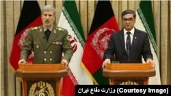 Əfqanıstan və İranın müdafiə nazirləri birgə mətbuat konfransında.