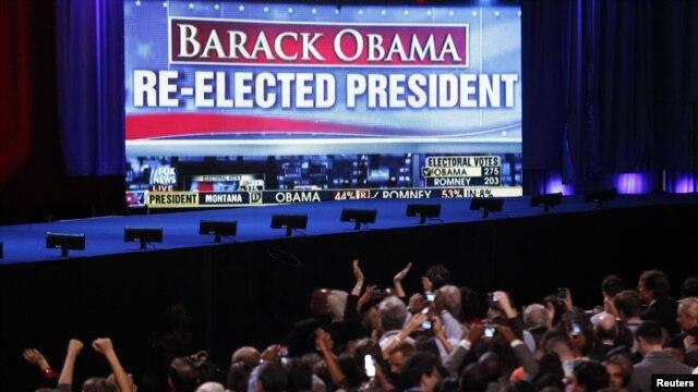 Para pendukung Barack Obama bersorak setelah mendapat berita bahwa Presiden terpilih kembali. (Reuters/Jeff Haynes)