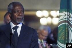 លោក Kofi Annan បេសកជនអង្គការសហប្រជាជាតិនិងសម្ព័ន្ធអារ៉ាប់ស្តីពីប្រទេសស៊ីរី ចូលរួមសន្និសិទកាសែតជាមួយលោកអគ្គលេខាធិការសម្ព័ន្ធអារ៉ាប់l Nabil Al Araby នៅទីស្នាក់ការសម្ព័ន្ធអារ៉ាប់ក្នុងរដ្ឋធានីឡឺគែ ថ្ងៃទី៨ ខែមិនា ឆ្នាំ២០១២