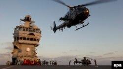Helikopter militer Perancis yang diberangkatkan untuk misi ke Libya (foto: dok).