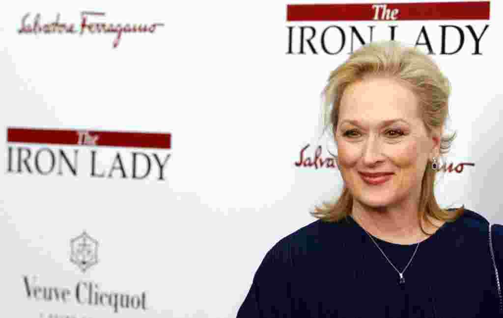 """Meryl Streep menghadiri pemutaran perdana """"The Iron Lady"""" di Ziegfeld Theater, New York, 13 Desember 2011 (AP)."""