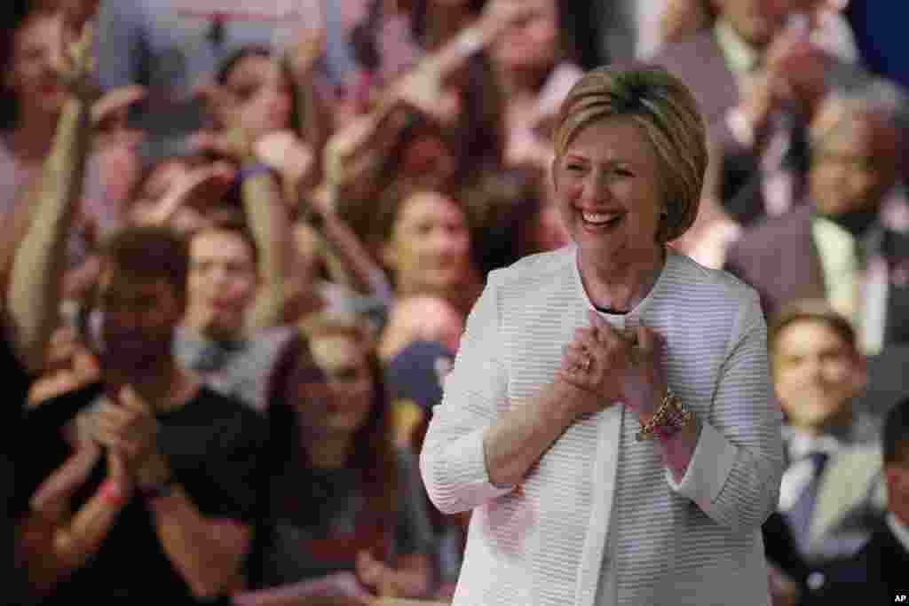 ہلری کلنٹن ڈیموکریٹس کی طرف سے صدارتی نامزدگی حاصل کرنے میں کامیابی کے دعوے کے ساتھ ایک نئی تاریخ رقم کرنے جا رہی ہیں۔