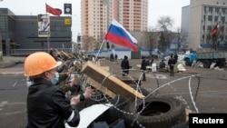 佔據烏克蘭政府建築的親俄羅斯示威者